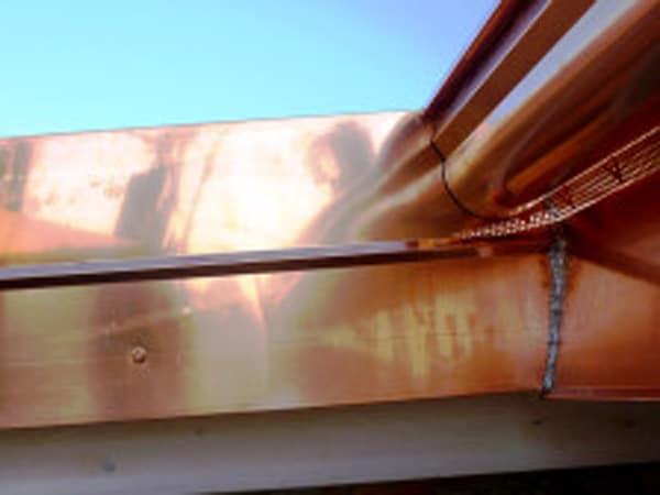 Montaggio-canali-di-gronda-opere-lattoneria-parma